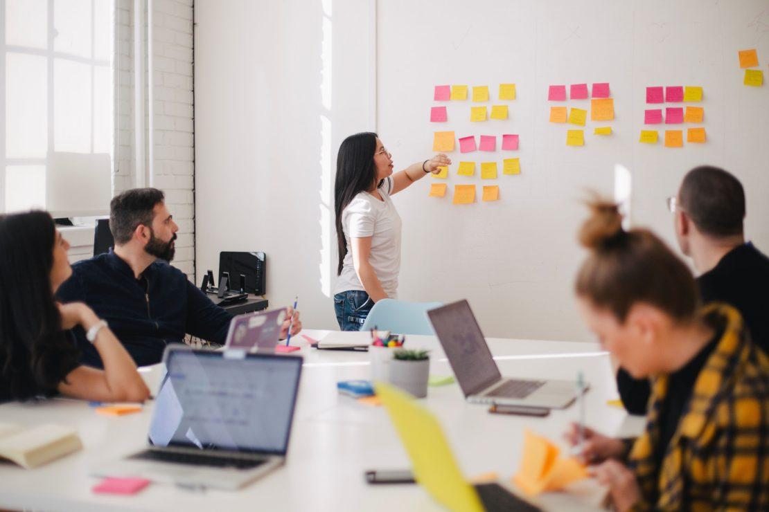 Dlaczego warto wdrożyć podejście projektowe w branży marketingowej?
